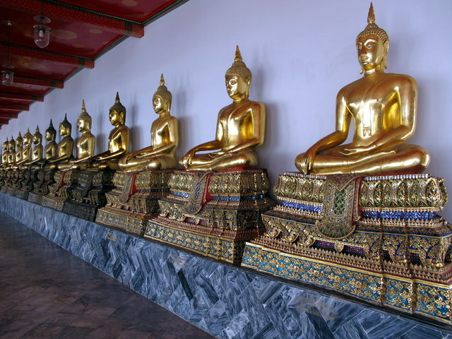 Gallery of seated Buddha's in Wat Po, Bangkok