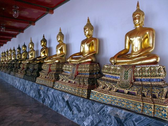 Gallery of seated Buddha's in Wat Po, Bangkok