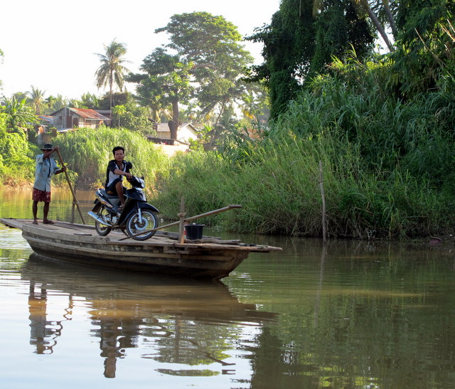 Scenes along the river as we move to Siem Reap