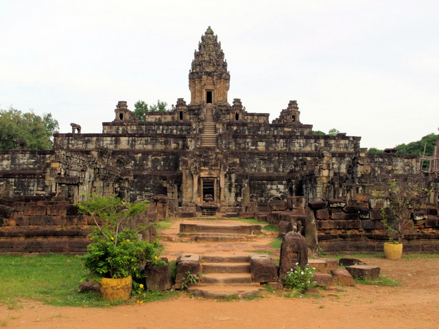 Temple Bakong…..blending old with the new