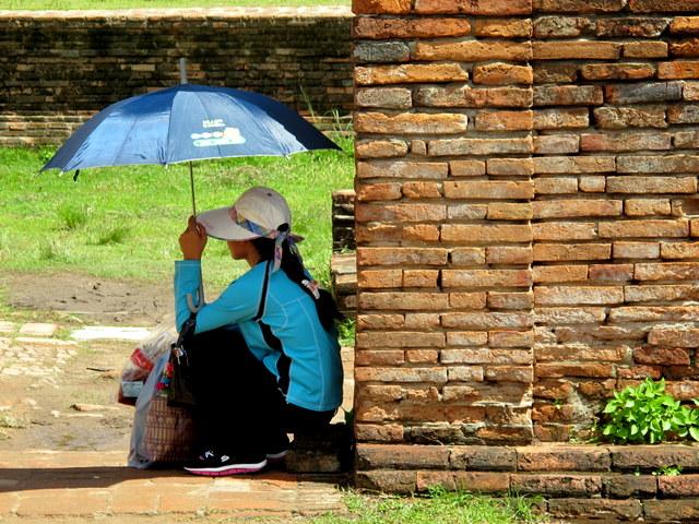 Seeking refuge from the sun in Ayutthaya