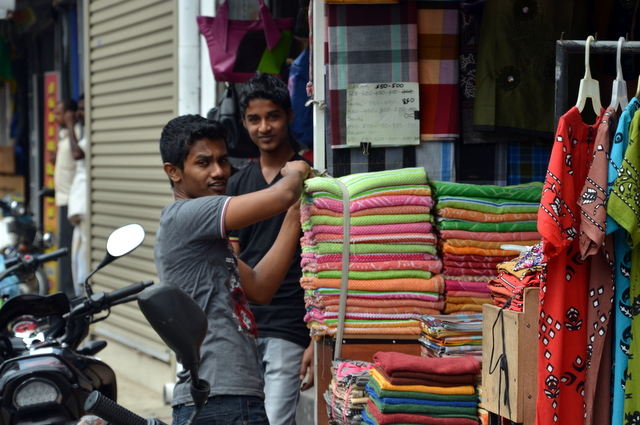 Young men in the wholesale didtrict of Colombo